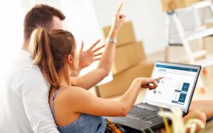 couple renting storage online